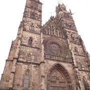 2本の尖塔が見事な教会