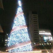 時間とともに変化するクリスマスツリーのイルミネーションが綺麗