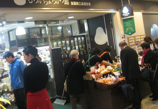 新鮮な野菜も売る