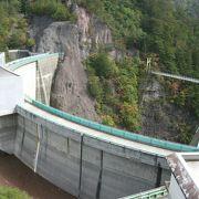 ダムサイトは瀬戸合峡と呼ばれる景勝地