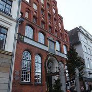 歴史のある商館(ギルトハウス)のレストラン