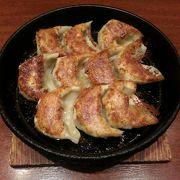 気軽に鉄鍋餃子が食べられます。