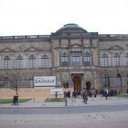 ツヴィンガー宮殿内にあります。