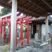 駅前の小さな神社