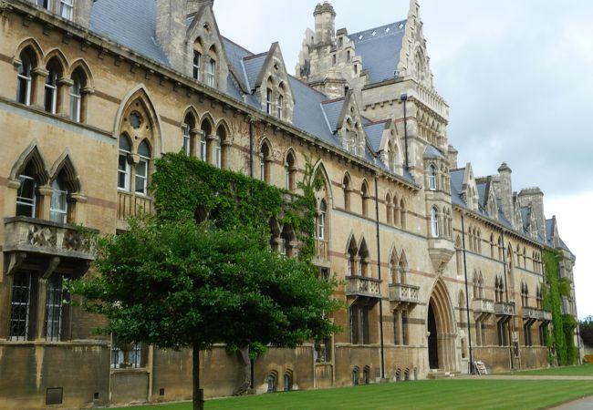 立派なカレッジ建物