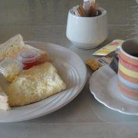 朝食はトーストと卵のみ