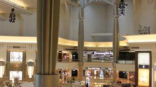 ★高級店ブランド店が集まる ウィンドウショッピングを楽しめる