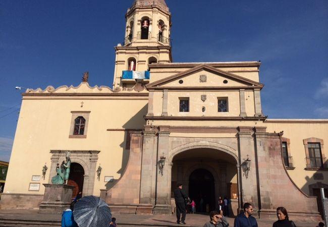Templo de la Santa Cruzのツアーに参加すると不思議な十字架の木が見れる!