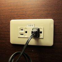部屋のコンセントは日本と同じ110V 変圧器不要