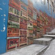 オシャレな壁面アートが特徴です