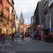 ヴァーツラフ広場に交わるトラムの走る通り