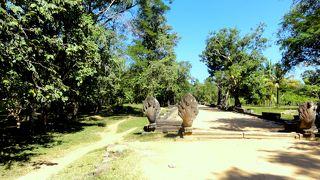 密林の遺跡「ベンメリア」