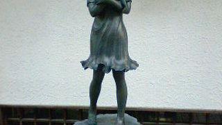 宇奈月の温泉街を飾る銅像たち