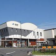 駅舎のユニークなデザインが目立つ豊岡駅(とよおかえき)