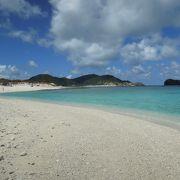 座間味島から手軽に行けます。