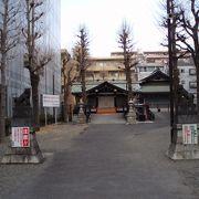 小さな神社ですが酉の市には大変な賑わいを見せま~す。