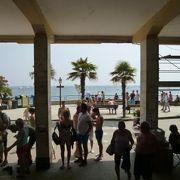 モンテロッソ・アル・マーレ駅はビーチ前です♪
