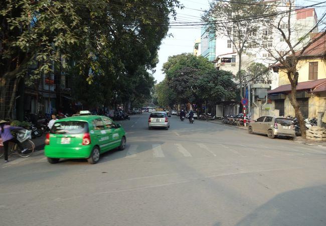 緑のタクシーが、マイリンタクシー。