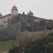 橋から見える要塞