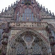 中央広場に位置する大きな教会