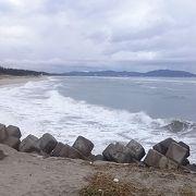 長い砂浜が続いてます。
