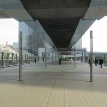 ゆりまもめ「新橋」駅を出ました