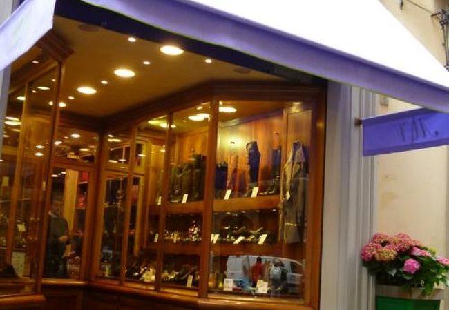ここでしか買えない地元ブランド「マウロ ヴォルポーニ 」はセンスのいい靴がいっぱい♪