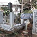 写真:南部右馬頭茂時の墓