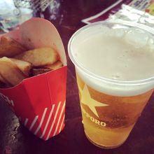 ひと滑りの後の、昼ビールがたまらない!