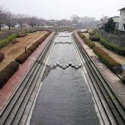 別府市街地を東西に貫く川