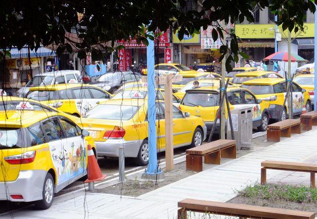 瑞芳駅のタクシー乗り場。九分まで定額制で180元です。