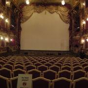 小さいけれど美しい劇場