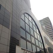 円筒形の建物です!!