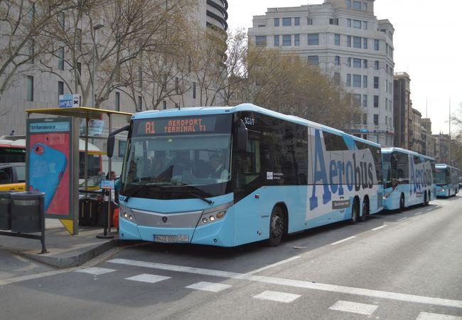 カタルーニャ広場の乗り場。