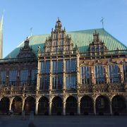 ツアーガイドで市庁舎見学ができます。