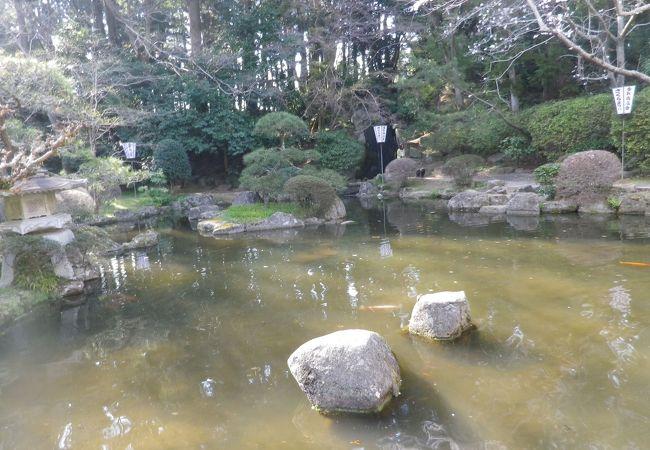 境内に池があります