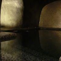 さらに奥には洞窟を模したジャグジーがあります。