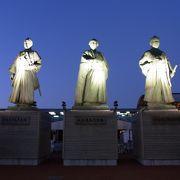 駅前の銅像が素敵