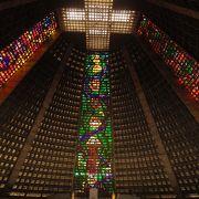 不思議な形の美しい教会!!!
