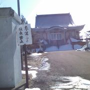 市街地からは少し離れた場所にあるお寺です