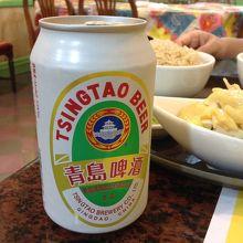 ビールは缶のまま出てきます。チンタオビール最高!!