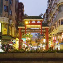 廟街のナイトマーケット (男人街)