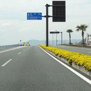 海岸沿いの直線道路