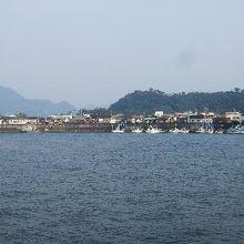 市場の前の沼津港