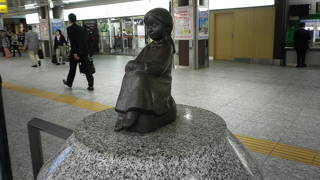 赤い靴はいてた女の子像 (JR横浜駅)