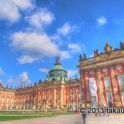 壮大な宮殿