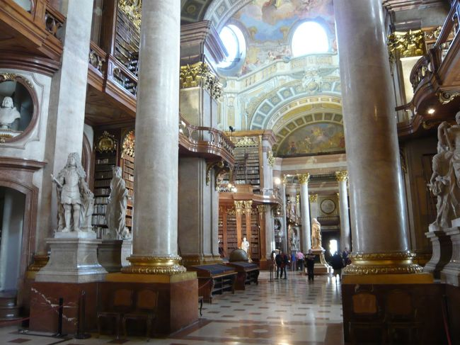 18世紀前半にカール6世が建設した書庫