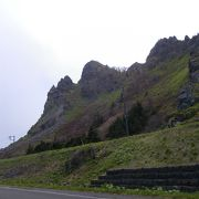 荒々しい岩壁の岬