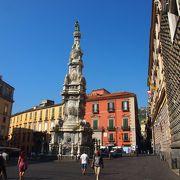 スパッカ・ナポリの窓口的広場