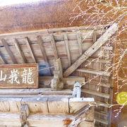田園風景の中のひっそりした寺に癒される
